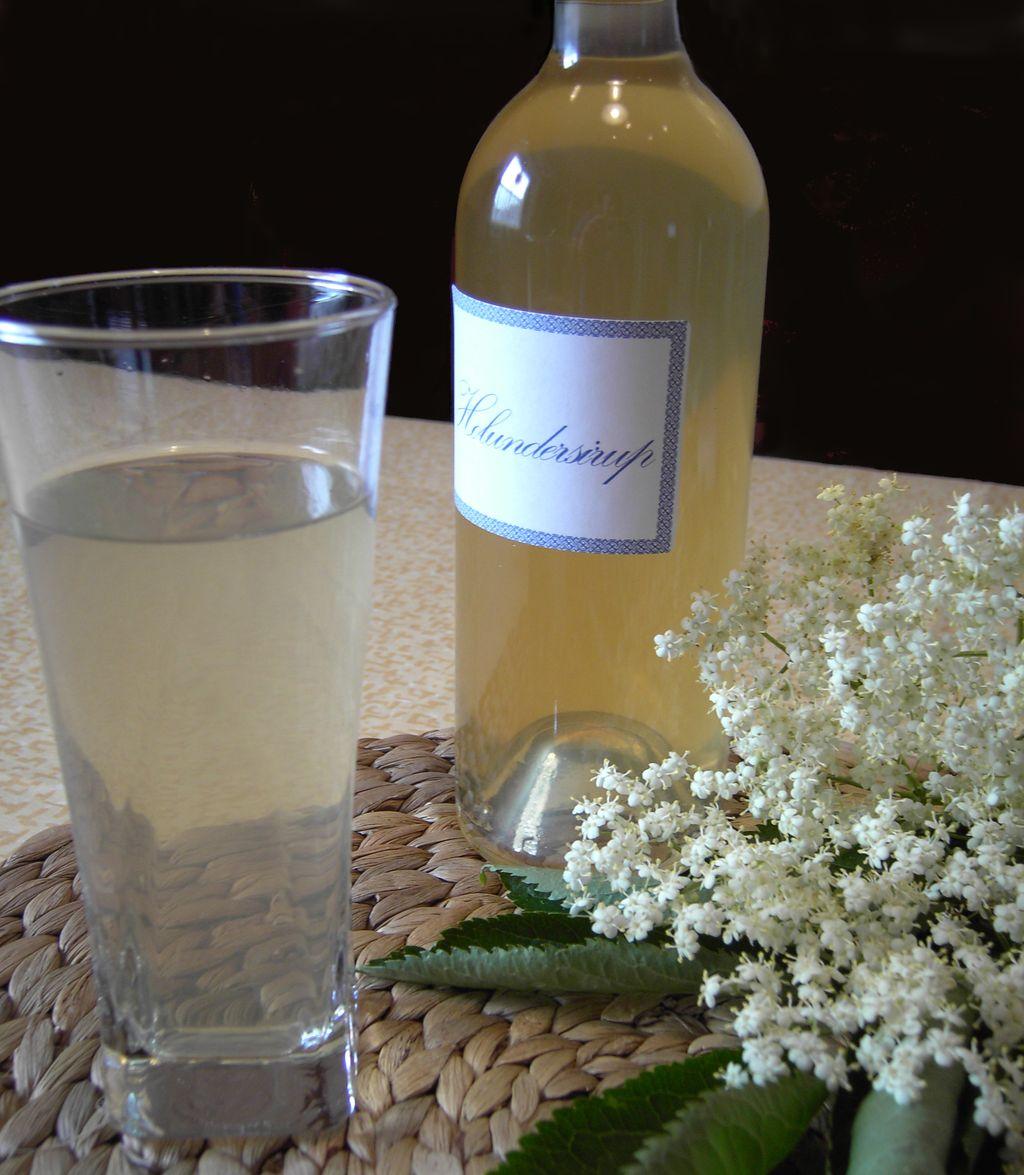 Rezept für Holunderblütensirup - Apothekenblog