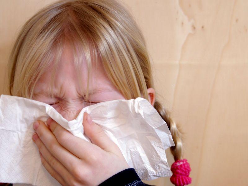 Erkältung behandeln bei Schnupfen, Halsschmerzen und Husten
