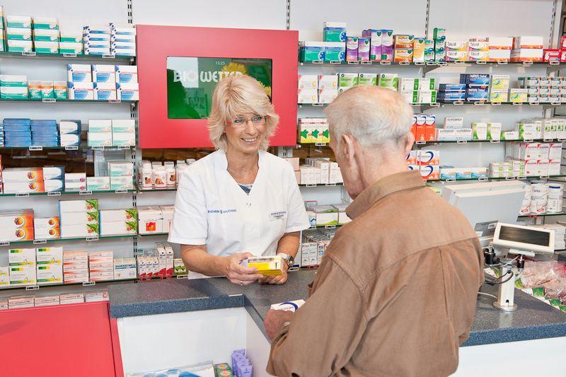 Erkältung im Alter - Medikamente gezielt auswählen
